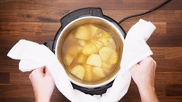 potatoes with broth in instant pot
