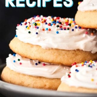 Easy Holiday Recipes 2018. Everything from breakfast, to snacks/apps/sides, dinner, drinks, and of course dessert including candies, miscellaneous (think: puppy chow!), and cookies! showmetheyummy.com #christmas #holidaybrunch #holidayappetizer #holidaydrinks #christmasdinner #christmascookies #dessert