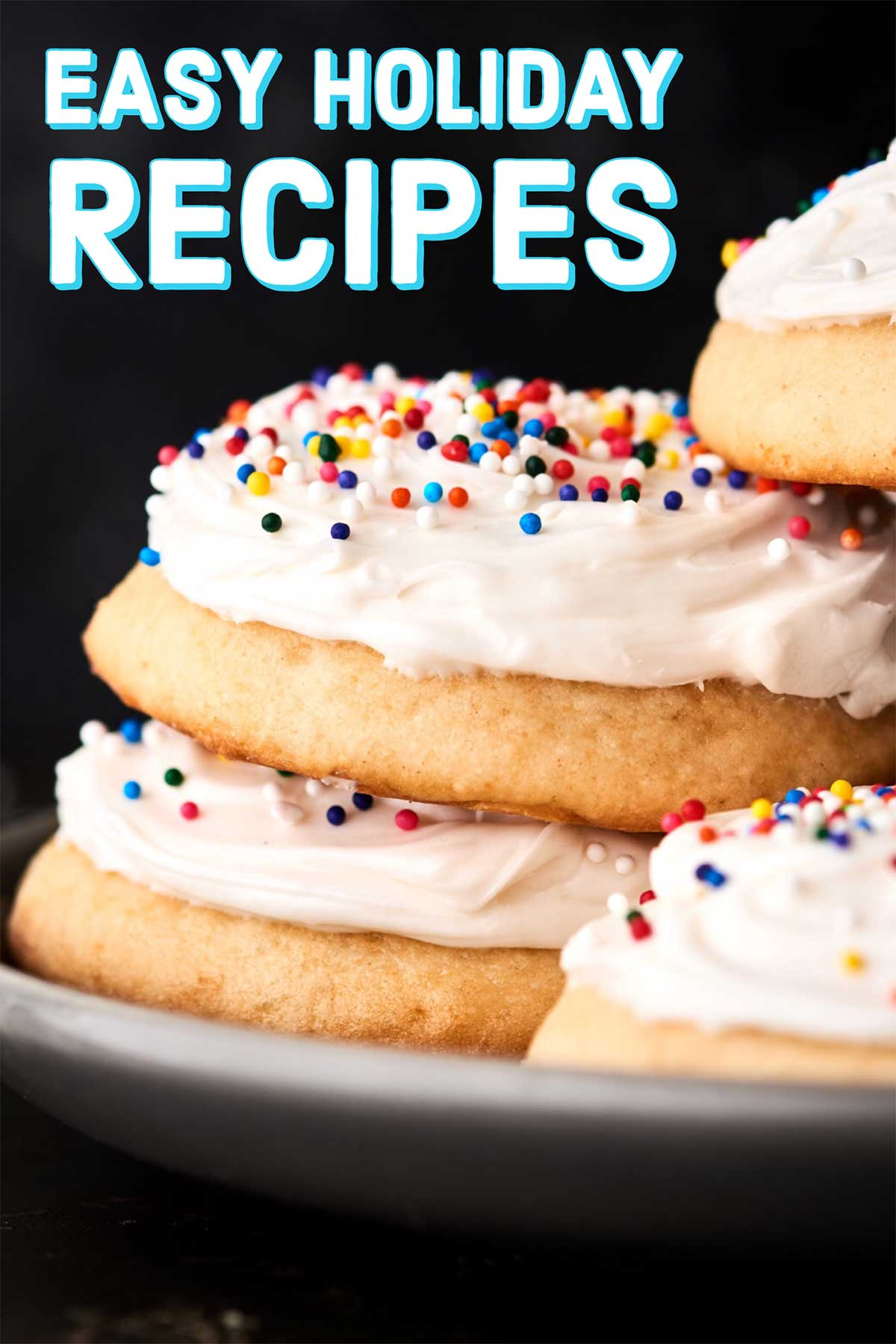 Easy Holiday Recipes 2018. Everything from breakfast, to snacks/apps/sides, dinner, drinks, and of course dessert including candies, miscellaneous (think: puppy chow!), and cookies! showmetheyummy.com #christmas #holidaybrunch #holidayappetizer #holidaydrinks #christmasdinner #christmascookies #dessert #holidayrecipes