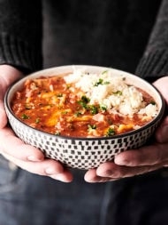 One Pot Lasagna Soup Recipe. All your favorite lasagna flavors made into a one pot soup. This super quick and easy recipe is loaded with sausage, spices, tomato juice, and lasagna noodles, and topped with a yummy cheese mixture of mozzarella, parmesan, and ricotta! SO cozy and delicious! showmetheyummy.com #lasagna #soup #onepot