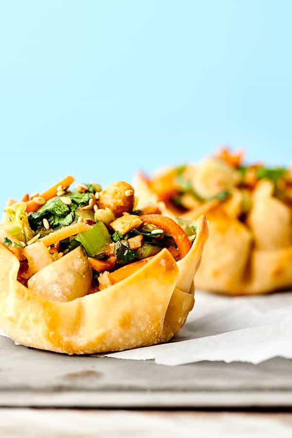 {New!} #ad Chinese Chicken Salad Wonton Cups. Wonton wrappers baked in a muffin tin and stuffed with the BEST Chinese Chicken Salad - chicken, romaine, carrots, peanuts, cilantro, rice vinegar, soy sauce, honey, sesame oil, and more! Quick, easy, healthy, and delicious! Great as a light appetizer or as an on-the-go lunch! showmetheyummy.com Made in partnership w/ @StarKistCharlie #StarKistChickenCreations #TearEatGo #chinese #chicken #salad #wonton #healthy