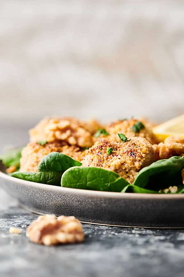 {New!} #ad Walnut Baked Scallops. Scallops topped with a crumb topping - walnuts, parmesan, and spices - and drizzled with a coconut oil, lemon, and white wine sauce. Easy. Nutritious. Delicious. Ready in under 30 minutes! showmetheyummy.com Made in partnership w/ @CAWalnuts #scallops #healthy #glutenfree #dinner #valentinesday