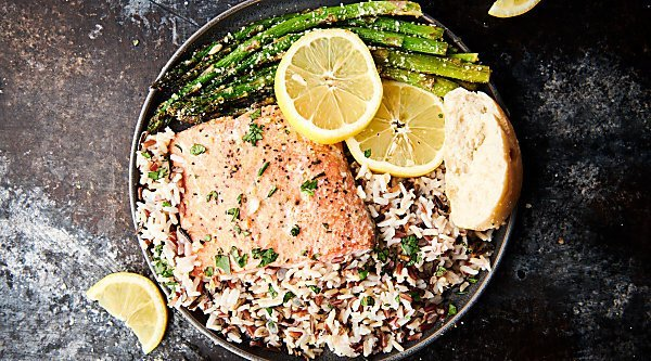 Easy Lemon Honey Baked Salmon. A quick, easy, gluten free, and healthy recipe made with salmon fillets, salt, pepper, garlic powder, honey, lemon juice, butter, and dijon mustard! showmetheyummy.com #lemon #honey #baked #salmon #glutenfree #healthy