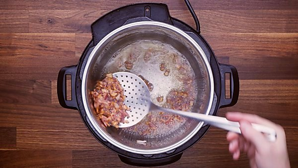 Cooked bacon in instant pot