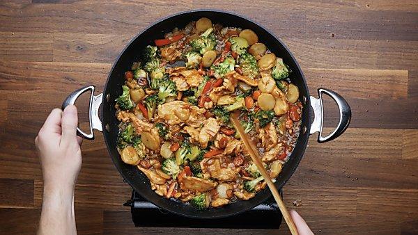 finished chicken stir fry in skillet
