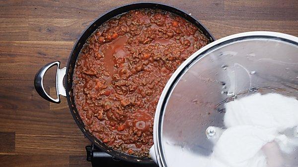 spaghetti bolognese sauce simmering