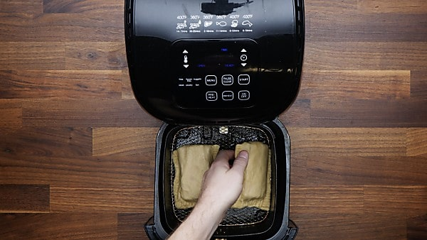 hot pockets being placed in air fryer