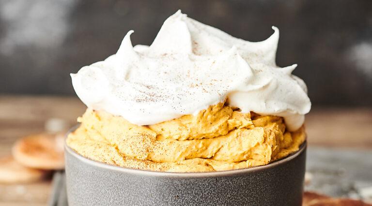 bowl of pumpkin pie dip