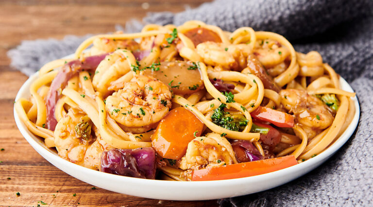 plate of shrimp lo mein