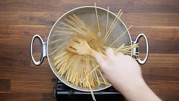pasta in stockpot