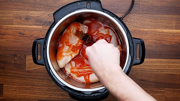 chicken and enchilada sauce in instant pot