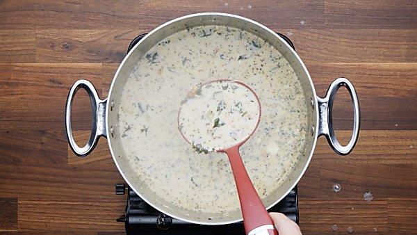 chicken florentine soup in stokckpot